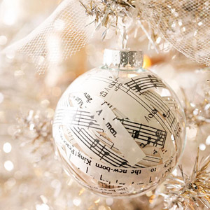 Paper Stuffed Ornaments - Try these 35+ DIY ideas for clear glass ornaments to add precious memories and lots of spirit to your Christmas tree! from @tipsaholic #ornaments #diy #christmas