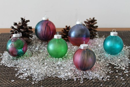 Stained Glass Ornaments - Try these 35+ DIY ideas for clear glass ornaments to add precious memories and lots of spirit to your Christmas tree! from @tipsaholic #ornaments #diy #christmas