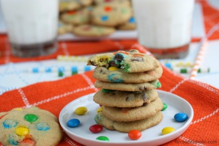 Soft M&M Cookie Recipe Using Vanilla Pudding Mix And Chocolate Chips #remodelaholic
